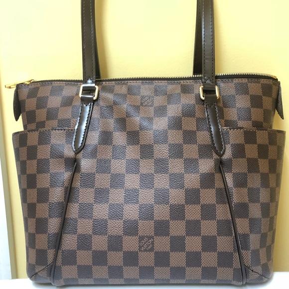 Louis Vuitton Handbags - Louis Vuitton Totally PM Tote (EUC) db9e741687e3f